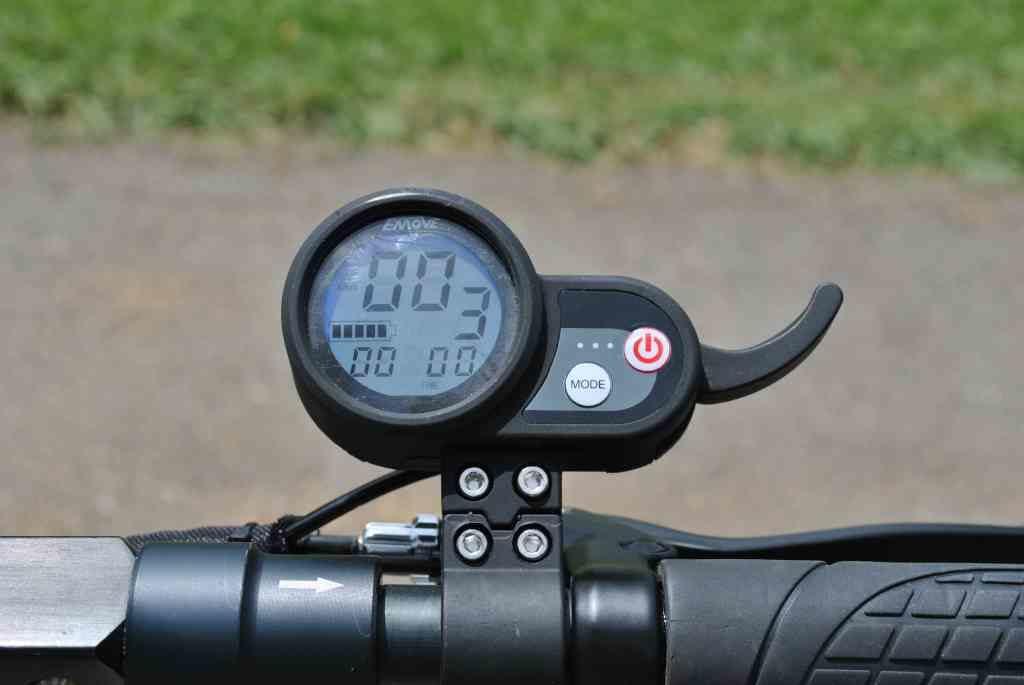 eMove Cruiser speedometer and throttle trigger