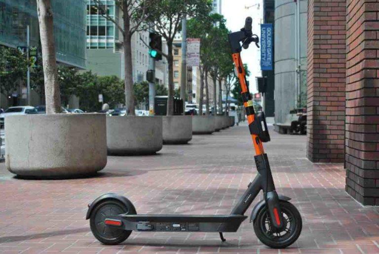 Segway Ninebot Max on street